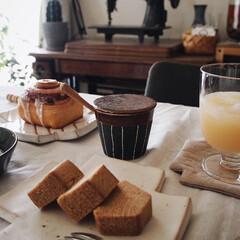 テーブルコーデ/モーニング/バウムクーヘン/シナモンロール/無印良品/kaldi/... 昨日の朝ごパン☕ KALDIのシナモンロ…