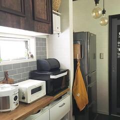山崎実業 マグネットキッチントレーホルダー タワー 2個組 ホワイト 5050(吸盤フック)を使ったクチコミ「こんにちは☺︎ 週の始まり月曜日。 キッ…」(1枚目)