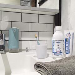 すっきり暮らしたい/シンプル/セルフリノベーション/DIYTILE/DIY/ハンドソープディスペンサー/... こんにちは☺︎  最近使い始めた歯磨き粉…