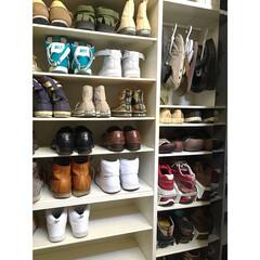 収納/暮らし/スッキリ暮らす/靴/セリア/断捨離/... こんばんわ。 玄関にある備え付けの下駄箱…