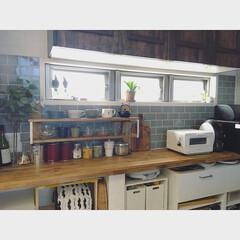 キッチン/kitchen/収納/見せる収納/食器棚/模様替え/... キッチンの背面の壁紙をサブウェイタイルに…