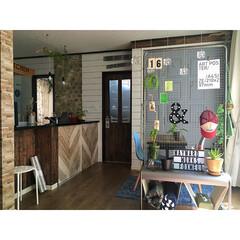 マイホーム/壁紙/カフェ風/グリーンなある暮らし/暮らし/ダイニング/... こんにちは☆ キッチンカウンターの天板を…