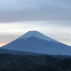 富士山/夕暮れ時 買い物帰りに見えた富士山🗻