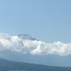 富士山/晴天/梅雨入りしたけど 今朝は雲に隠れていた富士山🗻 今は頭だけ…