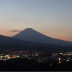富士山/夕暮れ/令和元年フォト投稿キャンペーン/令和の一枚/至福のひととき/風景/... こんばんは✨ 今日の夕暮れ時の富士山🗻 …(2枚目)