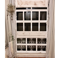 モールディング装飾/シャビーシックインテリア/シャビーシック/フレンチカントリー/フレンチシック/フレンチ/... シャビーシックな窓枠、大型サイズ作りまし…