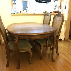 ホワイトインテリア/ダイニングテーブルセット/古いダイニングテーブルセットをリフォーム/シャビー加工/椅子座面張り替え/ダイニングテーブル補修/... 古ーいダイニングテーブルを補修しました。…(4枚目)