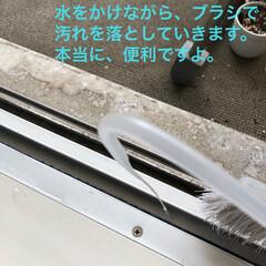 お家をみがこう/laku/生活/お掃除道具/清掃グッズ/ピカピカ/... 無印のノズル付きボトルが サッシのお掃除…(2枚目)