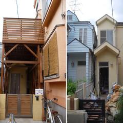 狭小住宅/ハイデッキ/ウッドデッキ 長いアプローチがある住宅のハイデッキ  …