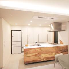 キッチン/施工/マンション/ダイニング [大阪市北区I邸]光と質感の演出で「白」…