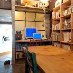 個人邸リノベーション 特注のスチール格子窓を設けた仕事部屋