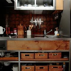 個人邸リノベーション 渋いブラウンタイルとステンレス特注キッチン