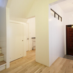 個人邸リノベーション 玄関上部にはスチール格子戸を取付
