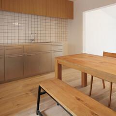個人邸リノベーション 鈍く光るステンレスの特注キッチン