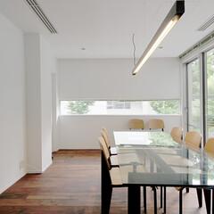 オフィスリノベーション 特注スチール照明の打ち合せ室