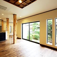 6寸柱/無垢/再利用 窓には壁面のアクセントとなるシンプルなF…