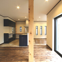 無垢/パイン材/檜 床材は無垢のパイン材を使用していますが、…