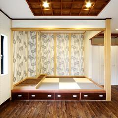 段違い和室/框/大黒柱/ケヤキ 段違い和室の框にはリフォーム前に大黒柱と…