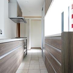 対面キッチン/モザイクタイル/収納棚 キッチンは施工前壁付けのI型でしたが、壁…