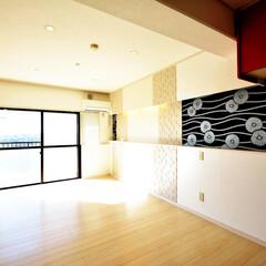 リビング/間取り変更/和風柄 2部屋を1部屋へ広々とした空間となり、白…