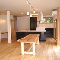 リノベーション/リフォーム/無垢の木/自然素材/珪藻土/アイランドキッチン/... 廊下をはさんだ2つの個室を、20畳を超え…