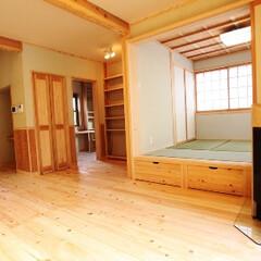 無垢/木の家/自然素材/大黒柱/桧/杉/... リビングと和室の取り合いに吉野桧の大黒柱…