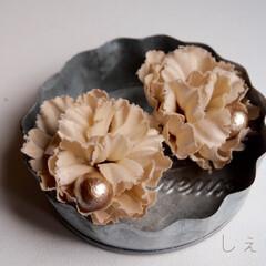 イヤリング/ピアス/アクセサリー/コットンパール/花/ファッション/... お花のピアス作ってます💐 500円玉ぐら…
