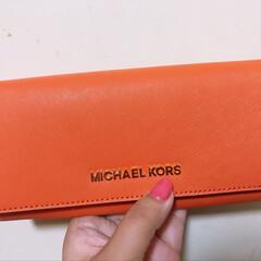新しいお財布も5年間使うのが目標(笑)/MICHAEL KORS/オレンジ /お財布/心機一転/平成/... 新たな新年号とゆー事で ずっとずーっと買…