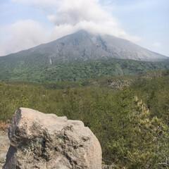 風景/旅 九州旅行。 阿蘇山が噴火して、一面灰色。