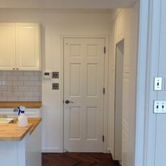 木製ドア/輸入住宅/輸入建材/66/モールディング/ドア/... 施工事例です。 アメリカで王道のデザイン…