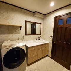 内部ドア/浴室ドア/輸入住宅/輸入建材/アンティーク/オシャレ/... #266ドアを使用した脱衣所の写真です。…