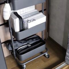 SALONIA サロニア セラミック カール ヘアアイロン 32mm ブラック 海外対応 プロ仕様 MAX210°C(ヘアアイロン)を使ったクチコミ「ヘアアイロンの置き場は山善さんのワゴンの…」