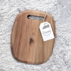3COINS/3COINS新商品/カッティングボード/海外インテリア/リミアな暮らし/Instagram @maaco.uw/... 3COINSで買ったこの木材のまな板♫ …