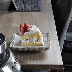 セリア/フォロー大歓迎/おうちカフェ/ショートケーキ/スイーツ/キッチン雑貨/... 初めてスポンジからショートケーキを作って…