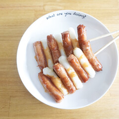 料理/おうちごはん/フォロー大歓迎/100均/キッチン雑貨/キッチン/... ソーセージと手作りトックで韓国の屋台風料…