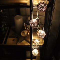 リミアな暮らし/フォロー大歓迎/Instagram @maaco.uw/北欧インテリア/モノトーンインテリア/ダイソー/... キャンドゥのライトとダイソーアイテムを使…