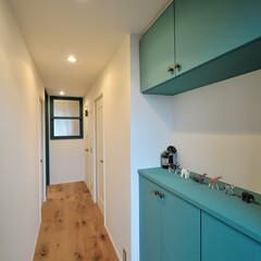 塗替え/ガラス窓/玄関収納 部屋のドアを壁と同じ色に塗り替え、広がり…