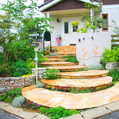 自然石/乱貼り/アプローチ/階段/ステップ/石積み/... アプローチの階段がおしゃれなイングリッシ…