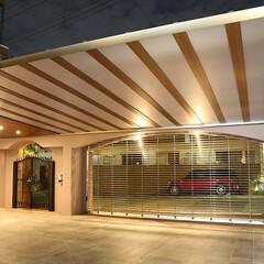 上質/高級感/駐車場/アーキフィールド/カーポート/ダウンライト/... 上質で高級感のあるクローズ外構の駐車場