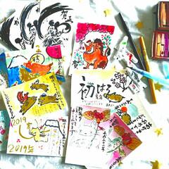 イラスト/年賀状イラスト/手書き年賀状/年賀状アイデア/年賀状/お正月/... 今日は娘とひたすら年賀状書きまくり。左側…