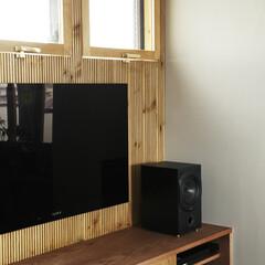 TVボード 作り付けのTVボード背面はリブ加工された…