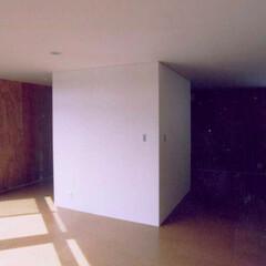 ローコスト/間仕切り無し/3階建 木骨造3階建ての住まいです。耐震性能をも…