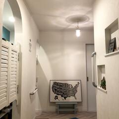 アートポスター/マリンランプ/吊り下げライト/シンプルホーム/ホワイトインテリア/ウォールステッカー/... 夜の玄関をドア側から撮ってみた。 ・ シ…