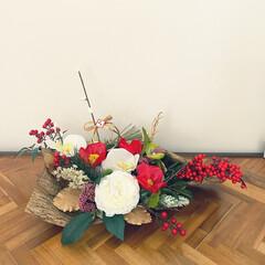 お正月飾り/お花のある暮らし/造花アレンジ/ダイソー/ハンドメイド/雑貨/... ダイソーの造花アレンジ。やればやるほど、…(1枚目)