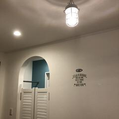 アクセントクロス/マリンランプ/ウェスタンドア/シンプルホーム/シンプルインテリア/ホワイトインテリア/... 玄関照明。 シンプルなインテリア好きな方…