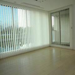 バーチカルブラインド/縦型ブラインド/コーナー窓/入隅 バーチカルブラインドで入隅のコーナー窓。…