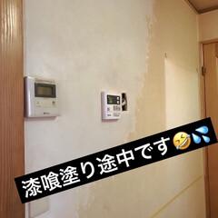 漆喰DIY/なんちゃって腰板&腰壁/ベニヤ板/腰板風/リノベーション/DIY/... 今日は、キッチンとリビングの壁 (キッチ…