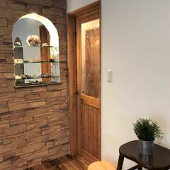 塗り壁/自然素材の家/泡ガラス/木製ドア/工務店/注文住宅/... 木のぬくもりあふれる無垢建具。 岸田工…
