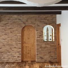 アーチ壁/アール/木製ドア/コスモスが満開/亀岡市/完成見学会/... アールたれ壁と木製ドア🎵  🏡京都注文住…
