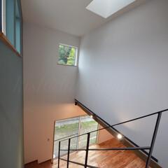 ナチュラルインテリア/お洒落な家/高気密高断熱/トップライト/スケルトン階段/吹き抜け/... リビングの空間を広げるスケルトン階段。 …(3枚目)